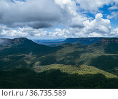 Jamison Valley of the Blue Mountains National Park with shadow of... Стоковое фото, фотограф Mehul Patel / age Fotostock / Фотобанк Лори