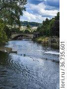 River Avon by Pulteney Weir in the city of Bath, Somerset, England... Стоковое фото, фотограф Mehul Patel / age Fotostock / Фотобанк Лори