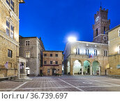 Pienza Val d'Orcia Tuscany Italy. Piazza Pio II square at sunset. ... Стоковое фото, фотограф Marco Brivio / age Fotostock / Фотобанк Лори