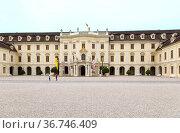 Людвигсбург, Германия. Фасад одного из зданий дворца правителей Вюртембергского дома, 1704—1733 гг. (2017 год). Редакционное фото, фотограф Rokhin Valery / Фотобанк Лори