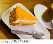 Chiffon cake with orange jelly. Стоковое фото, фотограф Яков Филимонов / Фотобанк Лори