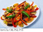 Vegetables baked in the oven. Стоковое фото, фотограф Яков Филимонов / Фотобанк Лори