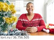 Happy african american plus size woman making christmas video call on laptop. Стоковое фото, агентство Wavebreak Media / Фотобанк Лори