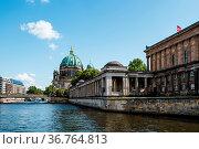 Berlin, Germany - July 27, 2019: Scenic view of Spree river, Alte... Стоковое фото, фотограф Zoonar.com/@jjfarquitectos / age Fotostock / Фотобанк Лори