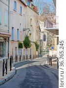 Empty Curved Street in Arles Provence France. Стоковое фото, фотограф Zoonar.com/Marko Beric / easy Fotostock / Фотобанк Лори