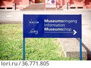 Mainz, Deutschland - März 24, 2017: Ein Schild mit Wegweiser zum ... Стоковое фото, фотограф Zoonar.com/Bastian Kienitz / age Fotostock / Фотобанк Лори