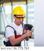 Man drilling the wall with drill perforator. Стоковое фото, фотограф Elnur / Фотобанк Лори