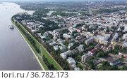Panoramic view of the old center of Yaroslavl, one of the Golden Ring cities of Russia. Стоковое видео, видеограф Яков Филимонов / Фотобанк Лори
