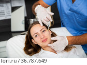 Woman receiving rejuvenating facial injections in clinic. Стоковое фото, фотограф Яков Филимонов / Фотобанк Лори