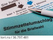 Bundestagswahl 2021 - Wahlschein ankreuzen. Стоковое фото, фотограф Zoonar.com/stockfotos-mg / easy Fotostock / Фотобанк Лори