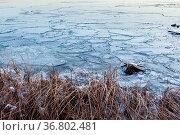 Pieces of ice in lake shore. Стоковое фото, фотограф Zoonar.com/Juhani Viitanen / easy Fotostock / Фотобанк Лори