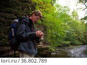 Casher beim aufschreiben von koordinaten. Стоковое фото, фотограф Zoonar.com/Jürgen Wiesler / easy Fotostock / Фотобанк Лори