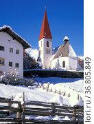 Santa gertrude church, ultimo valley, italy. Стоковое фото, фотограф Danilo Donadoni / age Fotostock / Фотобанк Лори