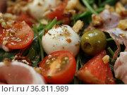 Салат с фруктами, беконом и вином на сером фоне. Стоковое фото, фотограф Марина Володько / Фотобанк Лори