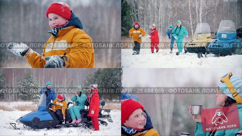 Купить «4 in 1 - winter forest. young family having fun and sitting on snowmobiles», видеоролик № 29684069, снято 22 января 2019 г. (c) Константин Шишкин / Фотобанк Лори