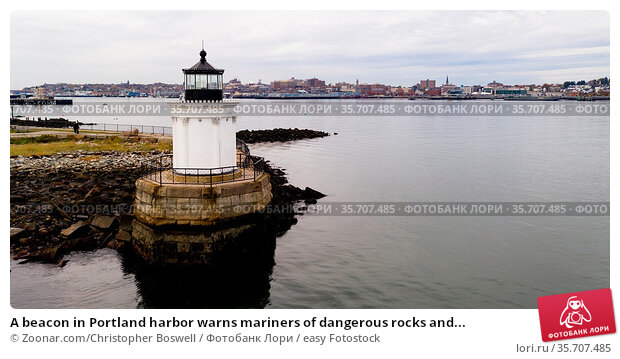 A beacon in Portland harbor warns mariners of dangerous rocks and... Стоковое фото, фотограф Zoonar.com/Christopher Boswell / easy Fotostock / Фотобанк Лори