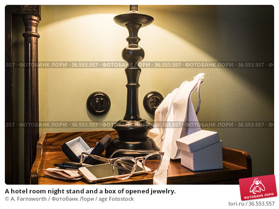 A hotel room night stand and a box of opened jewelry. Стоковое фото, фотограф A. Farnsworth / age Fotostock / Фотобанк Лори