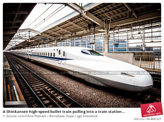 A Shinkansen high-speed bullet train pulling into a train station... Стоковое фото, фотограф Zoonar.com/Chris Putnam / age Fotostock / Фотобанк Лори