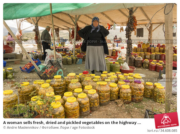 A woman sells fresh, dried and pickled vegetables on the highway ... (2014 год). Редакционное фото, фотограф Andre Maslennikov / age Fotostock / Фотобанк Лори