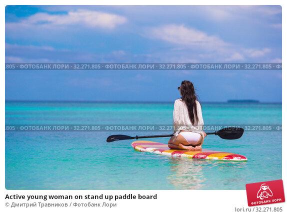 Купить «Active young woman on stand up paddle board», фото № 32271805, снято 2 апреля 2015 г. (c) Дмитрий Травников / Фотобанк Лори