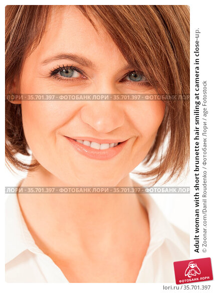Adult woman with short brunette hair smiling at camera in close-up. Стоковое фото, фотограф Zoonar.com/Danil Roudenko / age Fotostock / Фотобанк Лори
