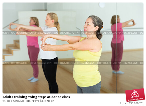 Adults training swing steps at dance class. Стоковое фото, фотограф Яков Филимонов / Фотобанк Лори