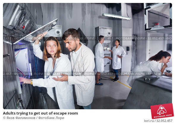 Adults trying to get out of escape room. Стоковое фото, фотограф Яков Филимонов / Фотобанк Лори