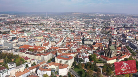 Купить «Aerial view of center of Czech town of Brno on autumn day overlooking Cathedral of Saints Peter and Paul on Petrov hill», видеоролик № 33445089, снято 15 октября 2019 г. (c) Яков Филимонов / Фотобанк Лори