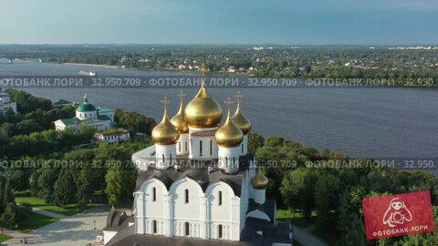 Aerial view of church in Yaroslavl Russia (2019 год). Редакционное видео, видеограф Михаил Коханчиков / Фотобанк Лори