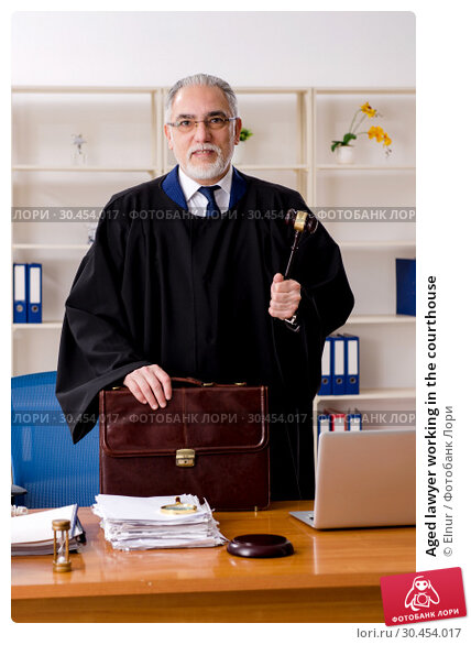 Aged lawyer working in the courthouse. Стоковое фото, фотограф Elnur / Фотобанк Лори