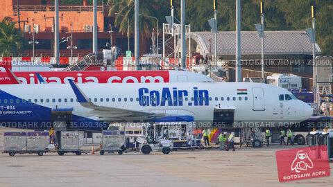 Airbus 320 airliner being prepared for departure. Редакционное видео, видеограф Игорь Жоров / Фотобанк Лори