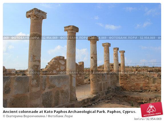 Ancient colonnade at Kato Paphos Archaeological Park. Paphos, Cyprus. (2018 год). Стоковое фото, фотограф Екатерина Ворончихина / Фотобанк Лори