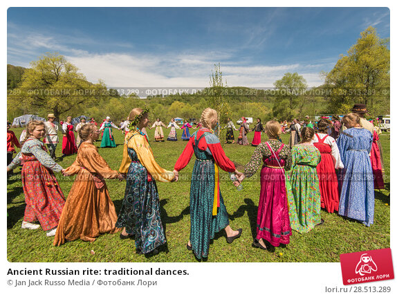 Купить «Ancient Russian rite: traditional dances.», фото № 28513289, снято 27 мая 2018 г. (c) Jan Jack Russo Media / Фотобанк Лори