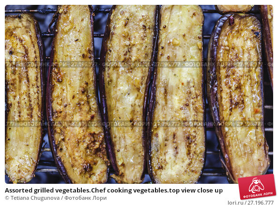 Купить «Assorted grilled vegetables.Chef cooking vegetables.top view close up», фото № 27196777, снято 28 июля 2017 г. (c) Tetiana Chugunova / Фотобанк Лори
