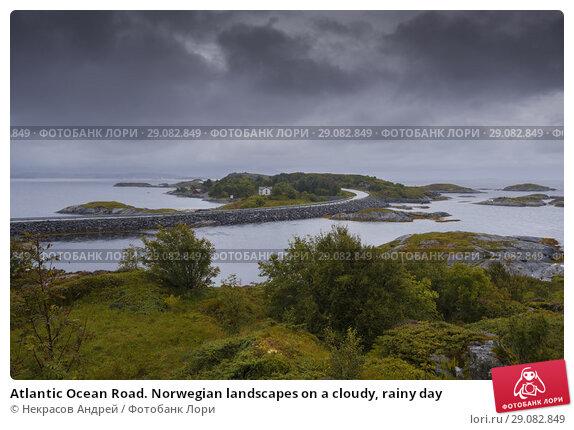 Купить «Atlantic Ocean Road. Norwegian landscapes on a cloudy, rainy day», фото № 29082849, снято 10 августа 2018 г. (c) Некрасов Андрей / Фотобанк Лори
