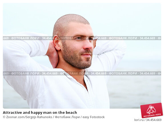 Attractive and happy man on the beach. Стоковое фото, фотограф Zoonar.com/Sergejs Rahunoks / easy Fotostock / Фотобанк Лори