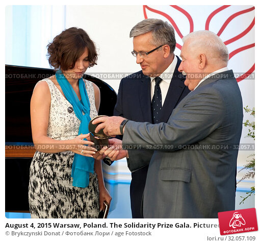 August 4, 2015 Warsaw, Poland. The Solidarity Prize Gala. Pictured: Lech Walesa, Bronislaw Komorowski, Zhanna Nemtsowa. Редакционное фото, фотограф Brykczynski Donat / age Fotostock / Фотобанк Лори