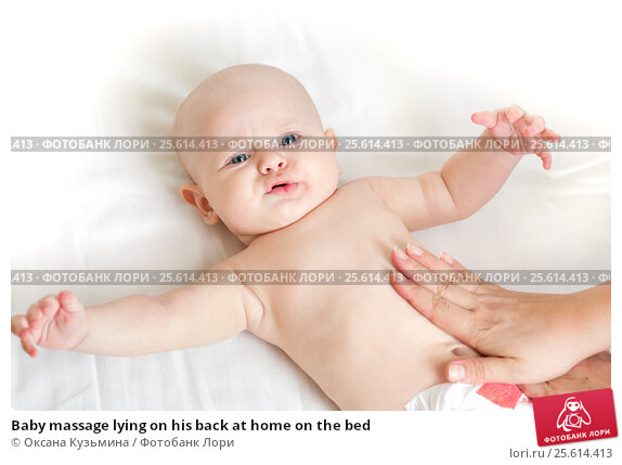 Купить «Baby massage lying on his back at home on the bed», фото № 25614413, снято 17 января 2014 г. (c) Оксана Кузьмина / Фотобанк Лори