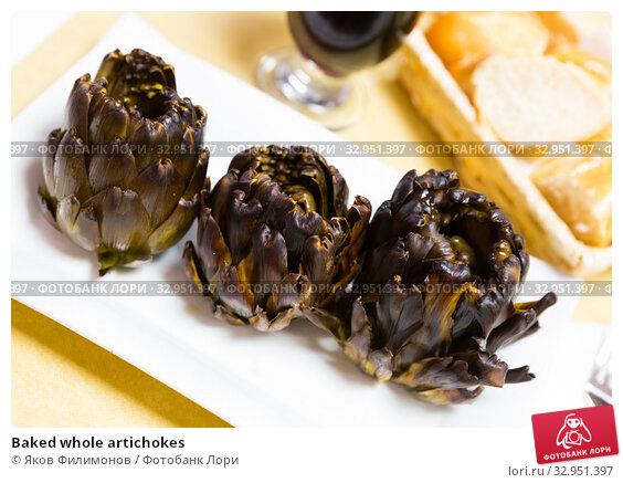 Baked whole artichokes. Стоковое фото, фотограф Яков Филимонов / Фотобанк Лори