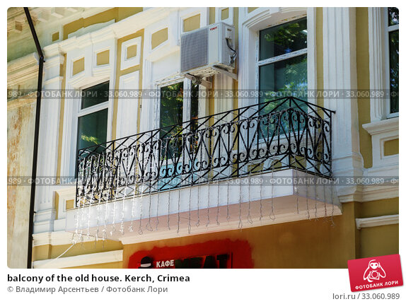 Купить «balcony of the old house. Kerch, Crimea», фото № 33060989, снято 26 июня 2019 г. (c) Владимир Арсентьев / Фотобанк Лори