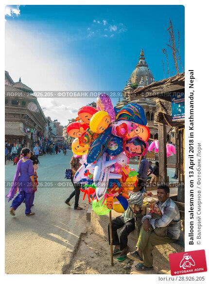 Купить «Balloon salesman on 13 April 2018 in Kathmandu, Nepal», фото № 28926205, снято 13 апреля 2018 г. (c) Валерий Смирнов / Фотобанк Лори