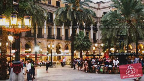 Купить «BARCELONA, SPAIN - SEPTEMBER 01, 2017: Placa Reial is famous tourist attraction in Barcelona, Spain», видеоролик № 27383761, снято 1 сентября 2017 г. (c) Яков Филимонов / Фотобанк Лори