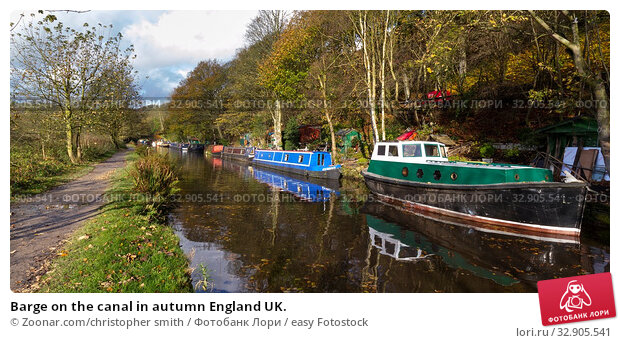 Barge on the canal in autumn England UK. Стоковое фото, фотограф Zoonar.com/christopher smith / easy Fotostock / Фотобанк Лори