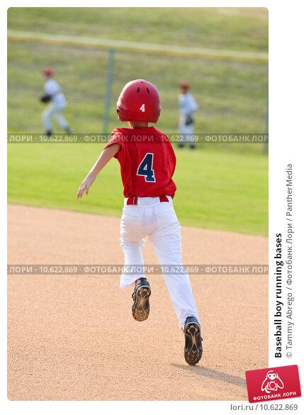 Baseball boy running bases. Стоковое фото, фотограф Tammy Abrego / PantherMedia / Фотобанк Лори