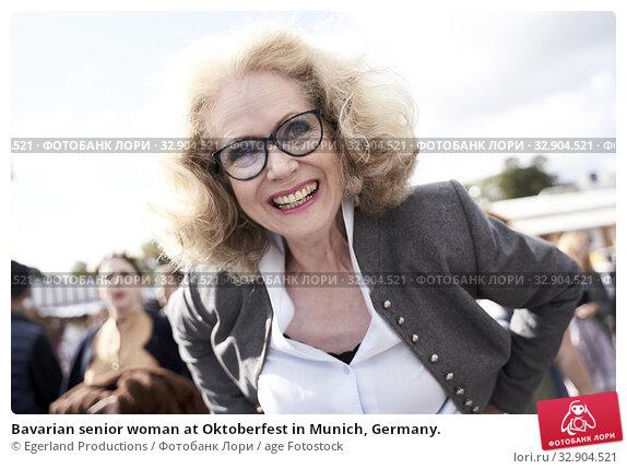 Bavarian senior woman at Oktoberfest in Munich, Germany. Стоковое фото, фотограф Egerland Productions / age Fotostock / Фотобанк Лори
