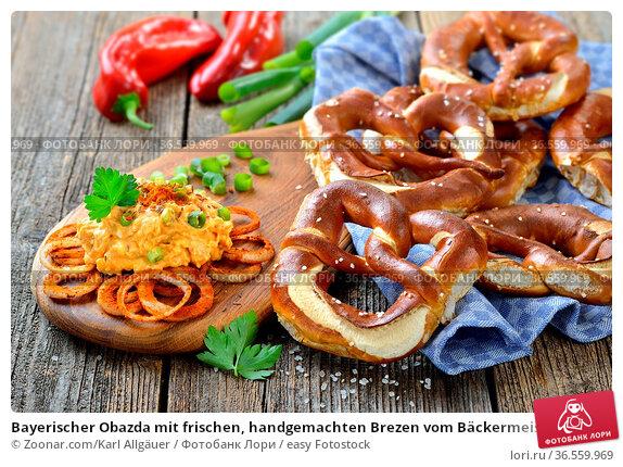 Bayerischer Obazda mit frischen, handgemachten Brezen vom Bäckermeister... Стоковое фото, фотограф Zoonar.com/Karl Allgäuer / easy Fotostock / Фотобанк Лори