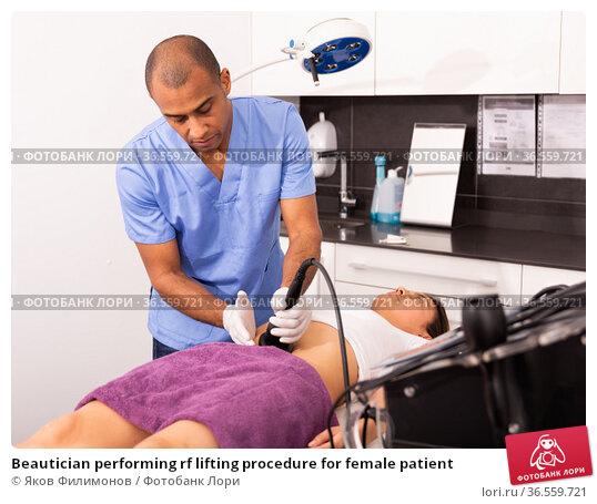 Beautician performing rf lifting procedure for female patient. Стоковое фото, фотограф Яков Филимонов / Фотобанк Лори
