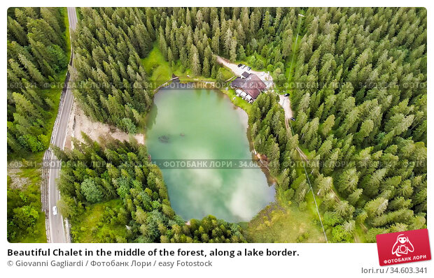 Beautiful Chalet in the middle of the forest, along a lake border. Стоковое фото, фотограф Giovanni Gagliardi / easy Fotostock / Фотобанк Лори