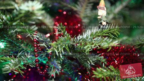 Купить «Beautiful christmas tree with decorative chritmas toys», видеоролик № 29920021, снято 11 февраля 2019 г. (c) Владимир Журавлев / Фотобанк Лори