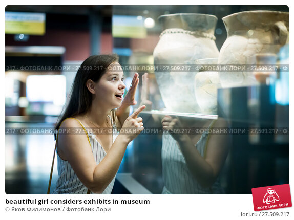 Купить «beautiful girl considers exhibits in museum», фото № 27509217, снято 2 октября 2016 г. (c) Яков Филимонов / Фотобанк Лори